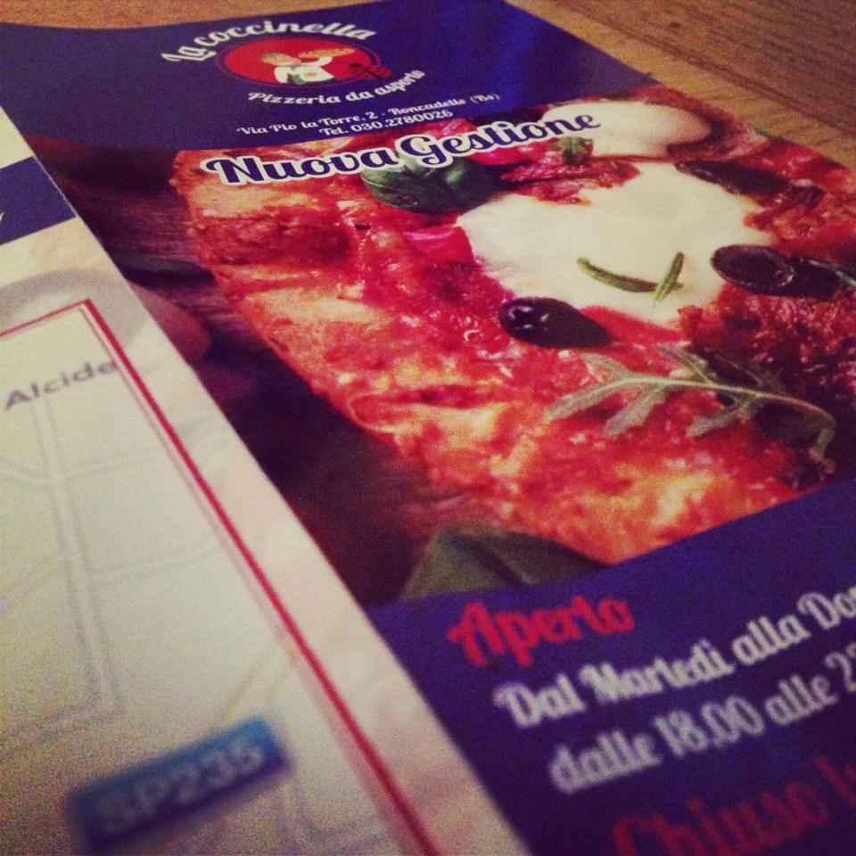 Flyer realizzati per la pizzeria coccinella Brescia - grafica